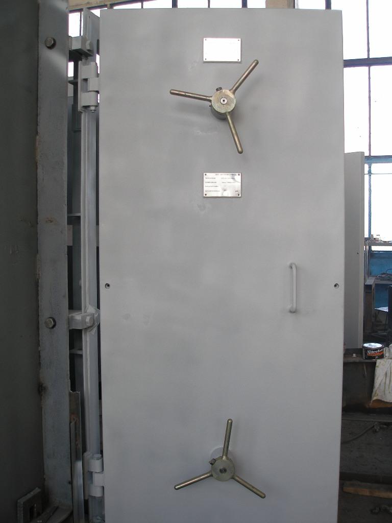 металлическая защитная дверь